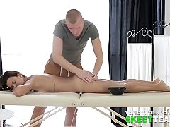 Alluring dame fucks with her masseuse