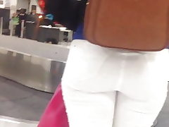 Nice lady and huge butt, culitos en el aeropuerto