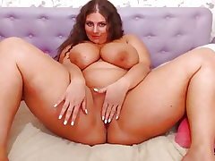 Chubby Cam Girl with Big Mammories Bouncing (no sound)
