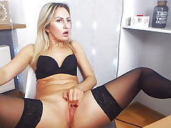 Teenage pussy have fun & orgasm in stockings