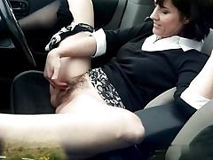 Filthy mature whore frigs her cunt slot on the back seat of her truck